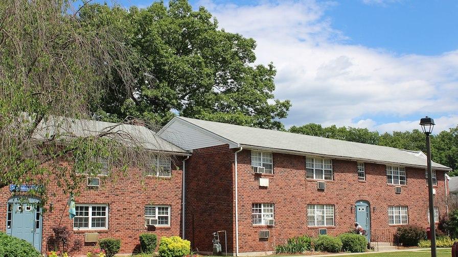 Quail Hollow Apartments