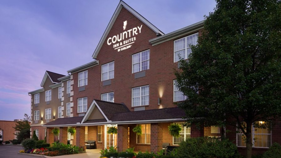 Country Inn & Suites Macedonia