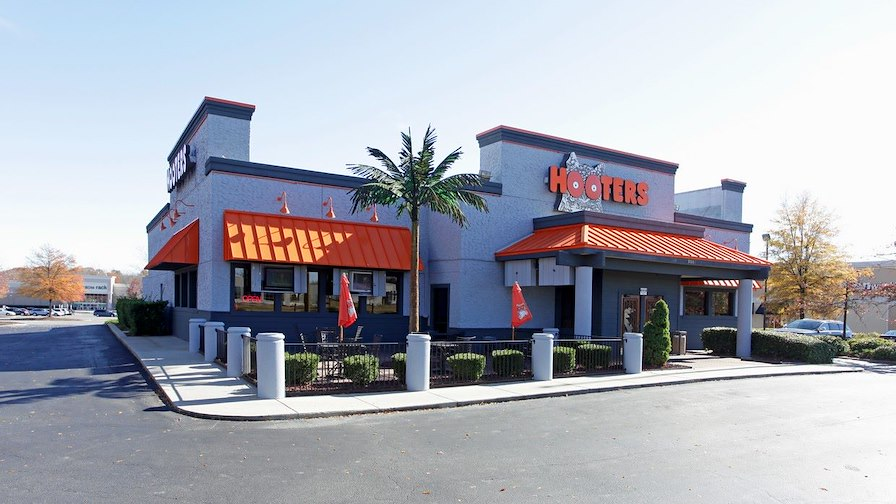 Hooters 15 Year NNN Lease