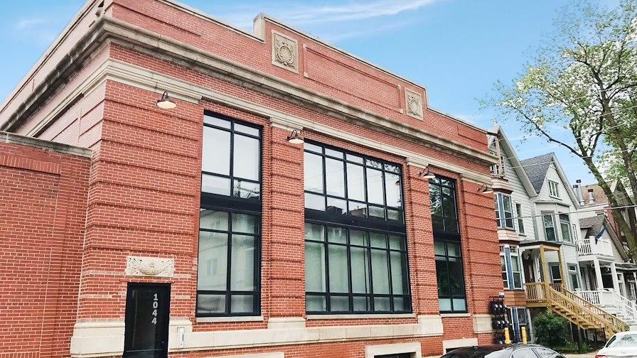 1044 W Newport Ave