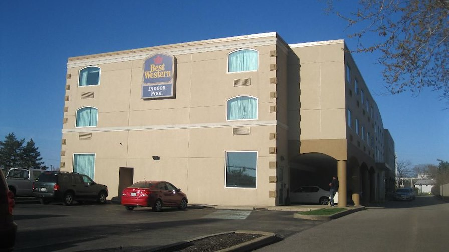 Best Western Inn & Suites  Cleveland Airport